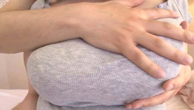 【おっぱい】大きくて薄い乳輪、白くて柔らかい乳房のバスト110cm、Iカップのぽっちゃり爆乳娘ちゃんのおっぱい画像がエロすぎる!【30枚】 15
