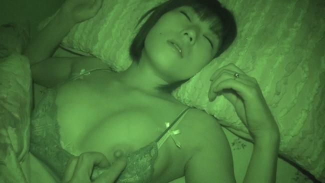 【おっぱい】禁断夜這いで寝ているところで自由を奪われて男たちに凌辱されてしまう女性たちのおっぱい画像がエロすぎる!【30枚】