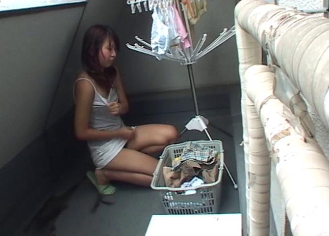 【おっぱい】一人暮らしの自宅に侵入して染み付きパンティやらTバックやら撮れちゃった女子大生たちのおっぱい画像がエロすぎる!【30枚】 11
