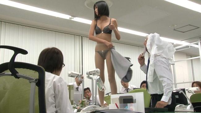 【おっぱい】日本国民全裸の日に乗じて男の精子を全て搾り出してごっくんしちゃうごっくん痴女たちのおっぱい画像がエロすぎる!【30枚】 14