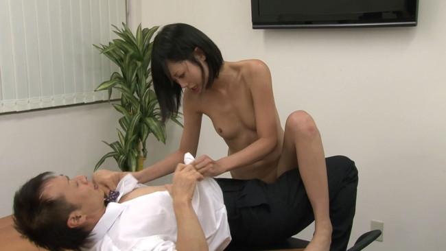 【おっぱい】日本国民全裸の日に乗じて男の精子を全て搾り出してごっくんしちゃうごっくん痴女たちのおっぱい画像がエロすぎる!【30枚】 26