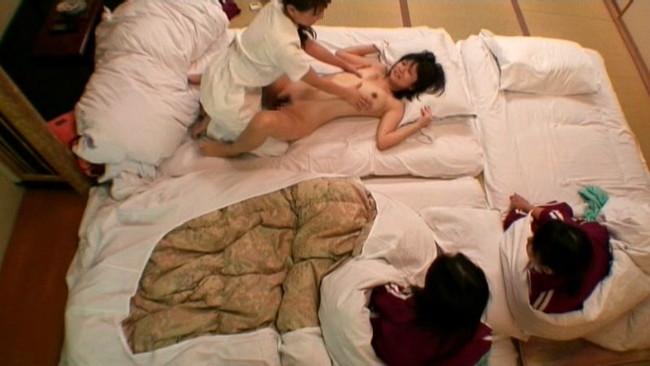 【おっぱい】悪徳レズビアンマッサージ師から卑猥な性感マッサージを受けて悶絶してしまう女性客たちのおっぱい画像がエロすぎる!【30枚】 21