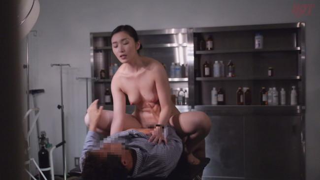 【おっぱい】真夜中に発情しちゃって男性患者たちと不倫セックスをしちゃう人妻看護師たちのおっぱい画像がエロすぎる!【30枚】 05