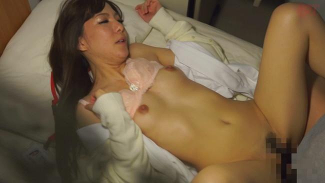 【おっぱい】真夜中に発情しちゃって男性患者たちと不倫セックスをしちゃう人妻看護師たちのおっぱい画像がエロすぎる!【30枚】 14