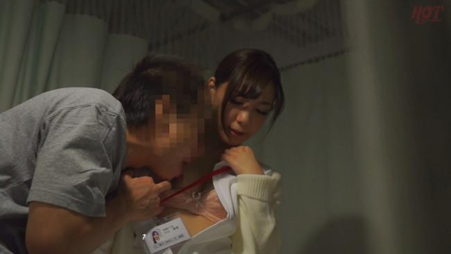 【おっぱい】真夜中に発情しちゃって男性患者たちと不倫セックスをしちゃう人妻看護師たちのおっぱい画像がエロすぎる!【30枚】 22