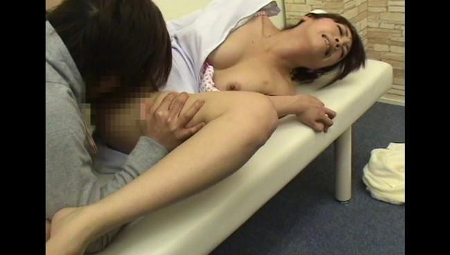 【おっぱい】チ○ポ露出でヌキ依頼してみたら、2人きりの病室で性欲処理をしてくれるナースさんたちのおっぱい画像がエロすぎる!【30枚】 04