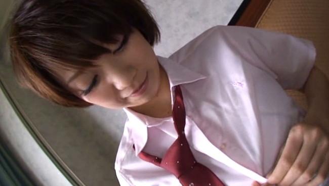 【おっぱい】ショートカットの髪型とルーズソックスに制服がよく似合ってものすごくエッチが大好きな女子校生のおっぱい画像がエロすぎる!【30枚】 16