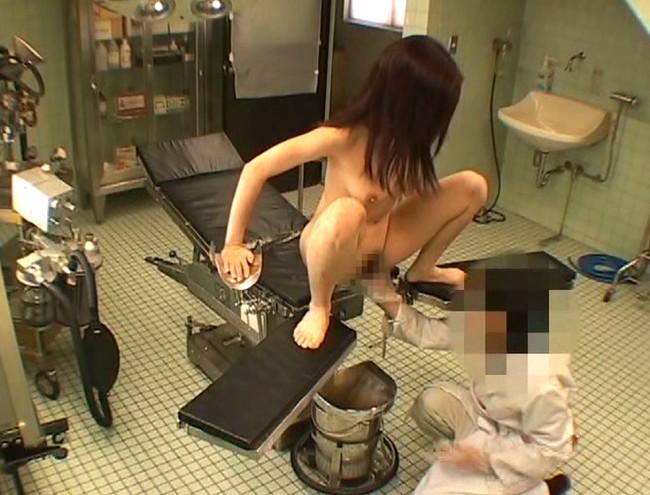 【おっぱい】医療行為にかこつけてワイセツされて辱められるところを盗撮された人妻さんたちのおっぱい画像がエロすぎる!【30枚】