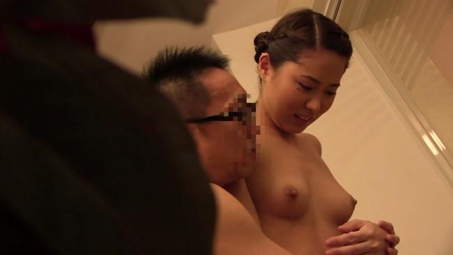 【おっぱい】どんな状況でもセックスに持っていけるという男たちにヤラレちゃったエステティシャンたちのおっぱい画像がエロすぎる!【30枚】 29