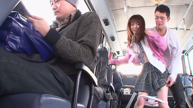 【おっぱい】痴漢バスに乗り込んでしまって鬼畜痴漢男たちに中出し凌辱痴漢をされてしまう女の子たちのおっぱい画像がエロすぎる!【30枚】 表紙