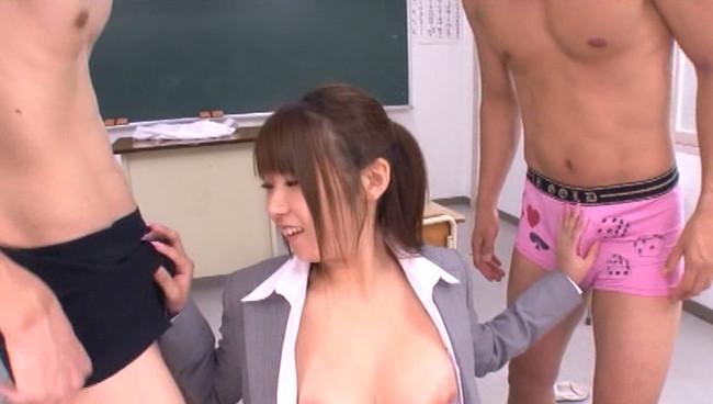 【おっぱい】校内一の駄目クラスを担任することになり自慢の巨乳で特別授業を行う新任女教師のおっぱい画像がエロすぎる!【30枚】 04