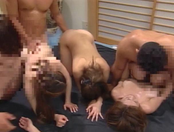 【おっぱい】欲求不満で乱交パーティに参加して濃厚なセックスに悶絶しまくってしまう人妻さんたちのおっぱい画像がエロすぎる!【30枚】 06