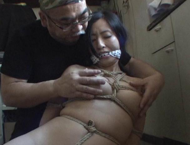 【おっぱい】麻縄で縛り上げられることを強く懇願しちゃうほど緊縛プレイが大好きなドM女性たちのおっぱい画像がエロすぎる!【30枚】 30