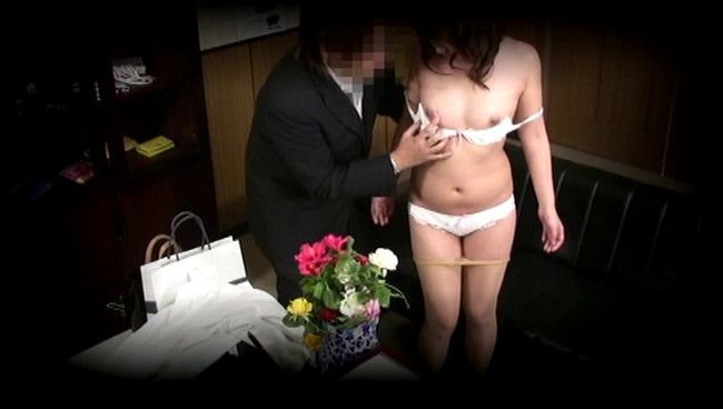 【おっぱい】借金を返済するためなら簡単に裸になってセックスまでしちゃう借金問題でお困りな女性たちのおっぱい画像がエロすぎる!【30枚】 30