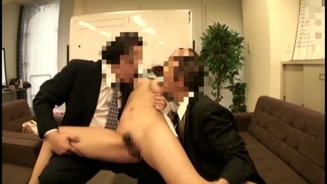 【おっぱい】2穴FUCKで開いたアナルも淫乱オマ○コも同時にガン突きされてしまう女たちのおっぱい画像がエロすぎる!【30枚】 30