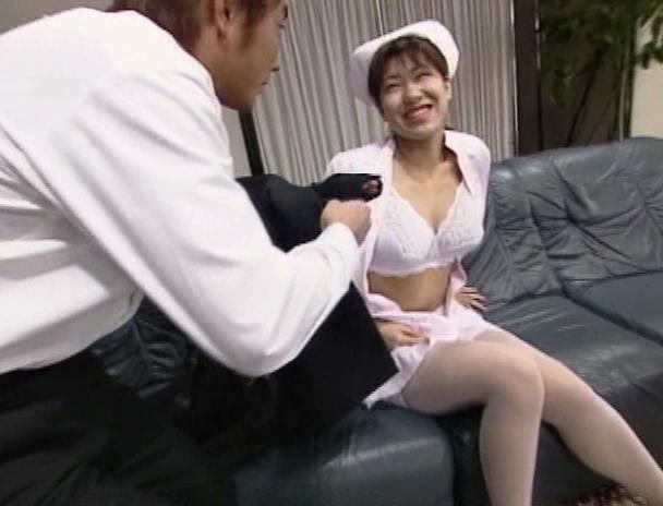 【おっぱい】舐めたいの~大きくしてあげるから入れて!と叫んじゃう巨乳看護師・美人看護師たちのおっぱい画像がエロすぎる!【30枚】 04