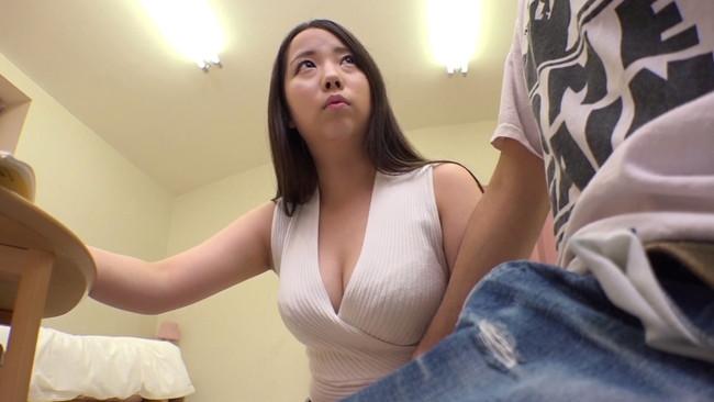 【おっぱい】素股の約束でしょ!そんなに動いたら挿っちゃうよ!と言いながら男子生徒とセックスをしちゃう巨乳家庭教師のおっぱい画像がエロすぎる!【30枚】 04