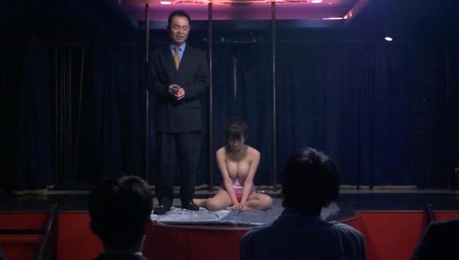 【おっぱい】絶望や羞恥という生の姿を見せる公開凌辱ショーで舞台に挙げられてしまった美人で巨乳なOLのおっぱい画像がエロすぎる!【30枚】 08