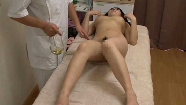 【おっぱい】アンダーヘアのカット後、そのまま全裸でオイルマッサージを受ける女の子たちのおっぱい画像がエロすぎる!【30枚】 22