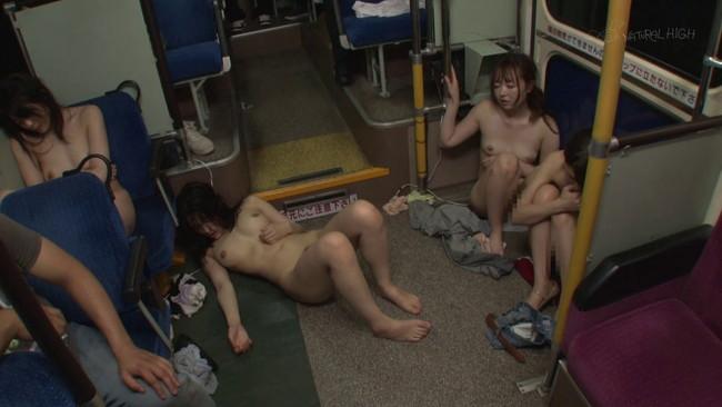 【おっぱい】バス占拠痴漢師たちに車内を乗っ取られ欲望のまま凌辱され続けてしまった女性たちのおっぱい画像がエロすぎる!【30枚】 08