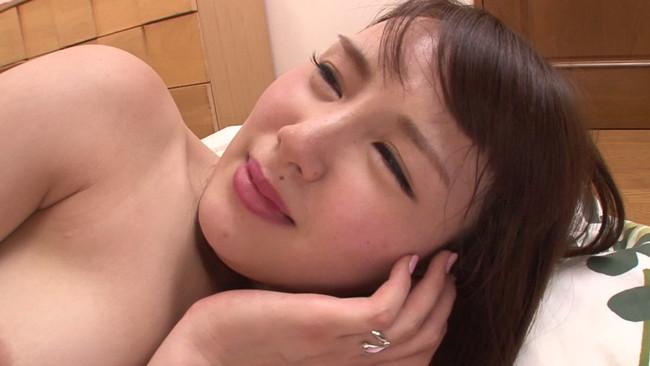 【おっぱい】息子の友達の朝勃ちチ〇ポに興奮して生ハメ中出しセックスを強要しちゃう巨乳ママたちのおっぱい画像がエロすぎる!【30枚】 21