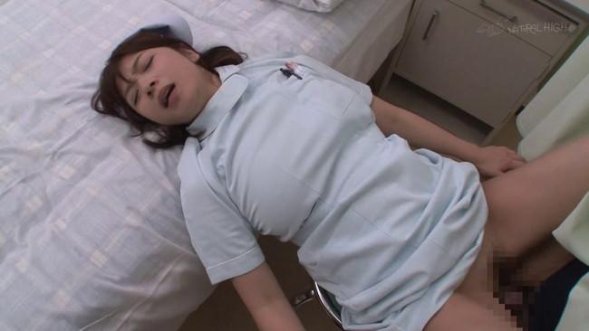 【おっぱい】入院生活で性欲の溜まった童貞くんを誘惑しながら狙う欲求不満な巨乳看護師たちのおっぱい画像がエロすぎる!【30枚】 05