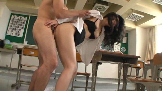 【おっぱい】先生…いや、奥さんって呼ばれたほうが興奮する!ダブル不倫で中出しセックスまでしちゃう美人女教師のおっぱい画像がエロすぎる!【30枚】 06