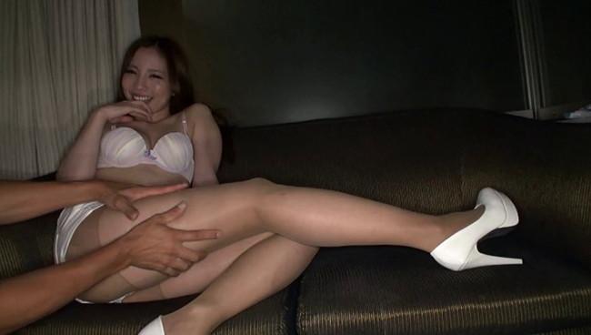 【おっぱい】膣内をかき回してから、快感に痙攣する美脚に特濃ザーメンをぶっかけられる美脚が自慢なお姉さんたちのおっぱい画像がエロすぎる!【30枚】 18