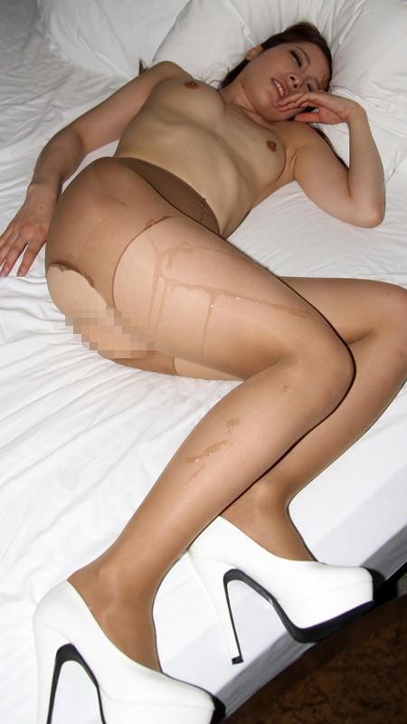 【おっぱい】膣内をかき回してから、快感に痙攣する美脚に特濃ザーメンをぶっかけられる美脚が自慢なお姉さんたちのおっぱい画像がエロすぎる!【30枚】 29
