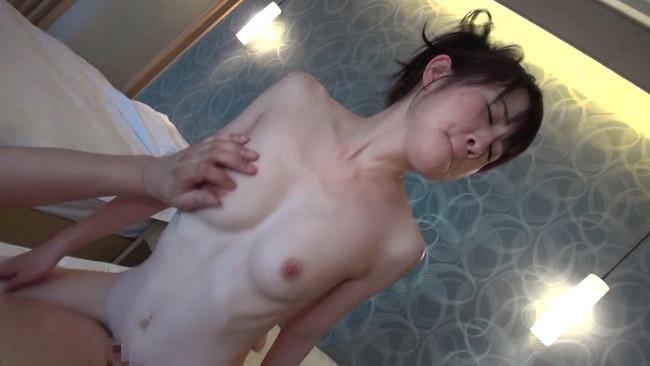 【おっぱい】タオルで肌を隠しながら露天風呂で男性の誘いを受け入れると部屋で激しく抱き合う人妻さんのおっぱい画像がエロすぎる!【30枚】 10