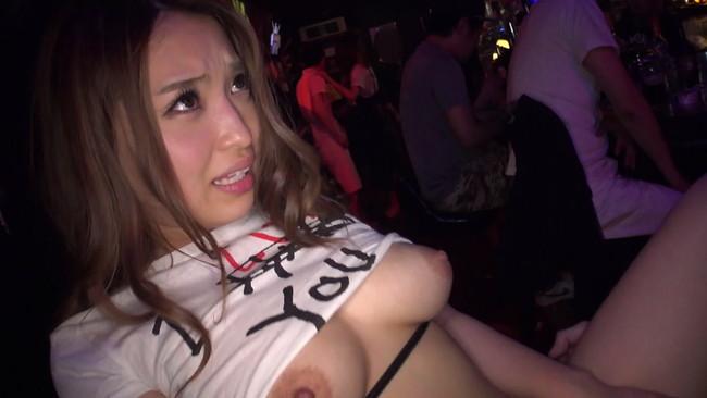 【おっぱい】泥酔したところでセックスへ突入!噂のテキーラバーで働く巨乳テキーラガールのおっぱい画像がエロすぎる!【30枚】 16