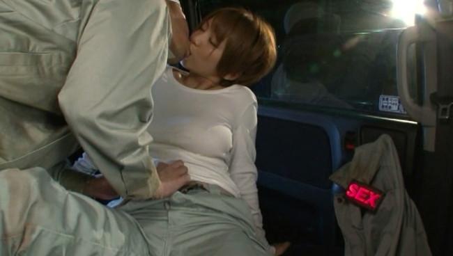 【おっぱい】女性のセックス願望が一目でわかる「性欲まるわかりバッジ」でセックスOKのサインを出す女性たちのおっぱい画像がエロすぎる!【30枚】 15