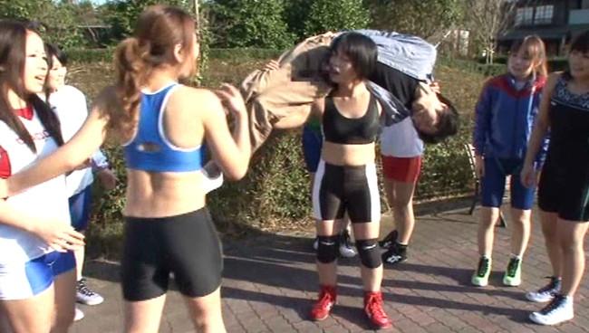 【おっぱい】抵抗する男子たちを得意のレスリング技で押さえつけ、強制勃起させハメ狂う肉食系マッスル女子たちのおっぱい画像がエロすぎる!【30枚】