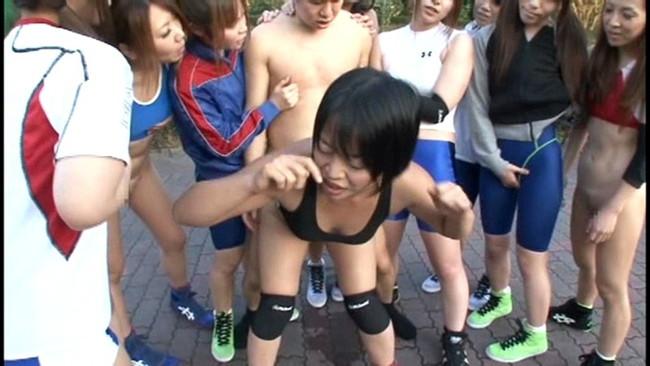 【おっぱい】抵抗する男子たちを得意のレスリング技で押さえつけ、強制勃起させハメ狂う肉食系マッスル女子たちのおっぱい画像がエロすぎる!【30枚】 22