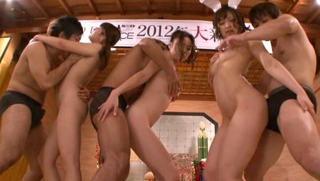 【おっぱい】AVメーカーの新年会ともなれば一味も二味も全然違う!乱れまくっちゃっているAV女優さんたちのおっぱい画像がエロすぎる!【30枚】 04