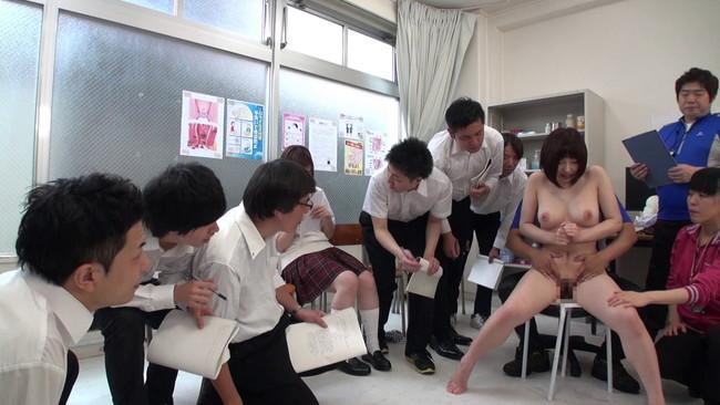 【おっぱい】生徒も教師も全裸になって保健体育で生の性教育を受けることによってセックスを学ぶ女の子たちのおっぱい画像がエロすぎる!【30枚】 01