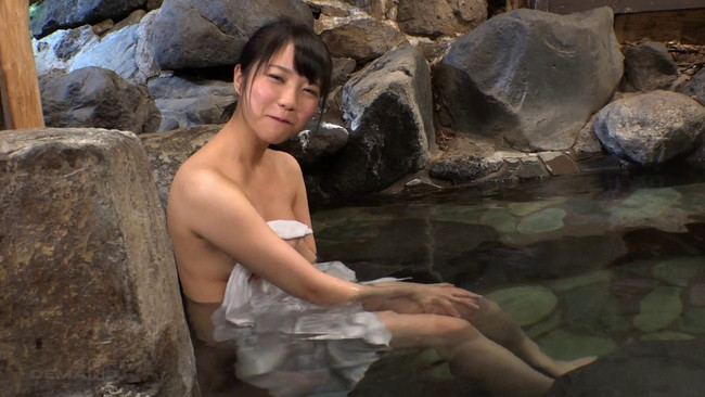 【おっぱい】温泉へ一泊二日の旅行に一緒に行った、笑顔が可愛くてすぐにでもエッチしたくなっちゃうような美少女ちゃんのおっぱい画像がエロすぎる!【30枚】 03