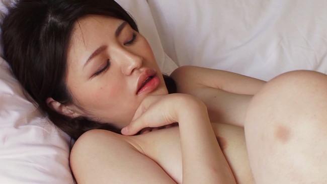 【おっぱい】旦那さんが抱いてくれないから、見知らぬ男性に抱かれて不倫セックスを楽しんじゃう人妻さんたちのおっぱい画像がエロすぎる!【30枚】 24