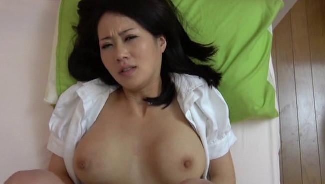 【おっぱい】個室ビデオでDVDを見たら他の男に寝取られて中出しまでされちゃっている人妻たちのおっぱい画像がエロすぎる!【30枚】 20