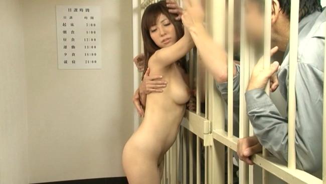【おっぱい】受刑者の性欲処理のために従順なペットとして調教されてしまう巨乳美女のおっぱい画像がエロすぎる!【30枚】 01