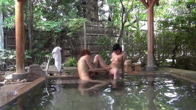 【おっぱい】高級旅館を貸し切りにして、温泉や部屋…どこでもセックスをしちゃうカップルのセックス画像がエロすぎる!【30枚】