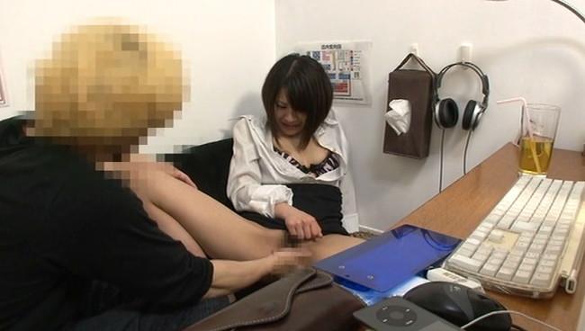 【おっぱい】インターネットカフェにあるカップルシートでセックスしまくっている女の子たちのおっぱい画像がエロすぎる!【30枚】 04