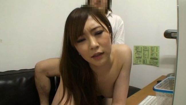 【おっぱい】インターネットカフェにあるカップルシートでセックスしまくっている女の子たちのおっぱい画像がエロすぎる!【30枚】 17