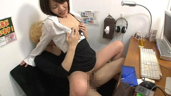 【おっぱい】インターネットカフェにあるカップルシートでセックスしまくっている女の子たちのおっぱい画像がエロすぎる!【30枚】 26