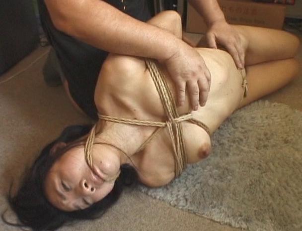 【おっぱい】日本だけではなく海外でも注目されている緊縛プレイで縛り上げられている女性たちのおっぱい画像がエロすぎる!【30枚】 03