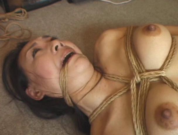【おっぱい】日本だけではなく海外でも注目されている緊縛プレイで縛り上げられている女性たちのおっぱい画像がエロすぎる!【30枚】 29