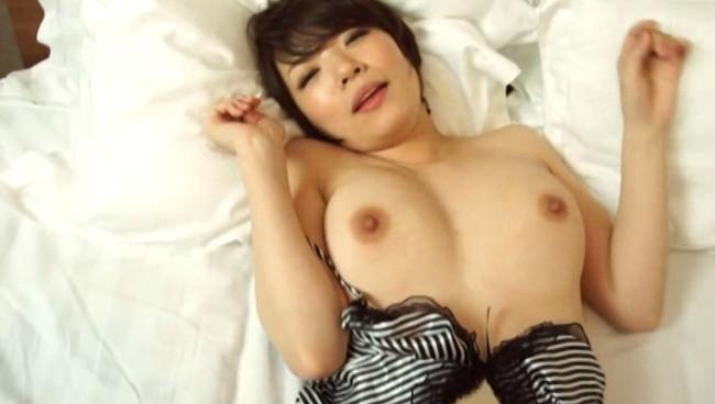 【女のおっぱい】不倫セックスしてる巨乳な人妻のおっぱいが世界で一番エロい件ww 19