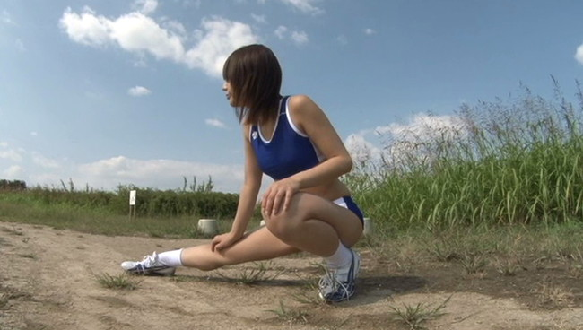 【おっぱい】むっちりとした足と筋肉質のカラダを眺めているだけで勃起してしまう!陸上部の女子校生のおっぱい画像がエロすぎる!【30枚】 07