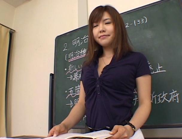 【おっぱい】実は痴女で勃起しちゃった男子生徒のチ〇ポをターゲットにしている美人で巨乳な女教師のおっぱい画像がエロすぎる!【30枚】 05