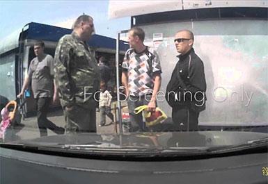ウクライナ人の強盗ヤバスwww最初は仲良く談笑してからの・・・